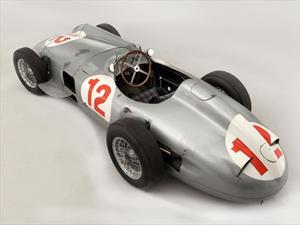 Se subastó en 29.6 millones de dólares un Mercedes-Benz F1 1954 de Fangio