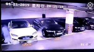 China: Tesla Model S se incendia en un parqueadero