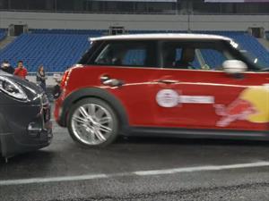 Este es el nuevo récord Guinness de estacionamiento en paralelo