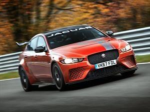 Jaguar XE SV Project 8 se convierte en el sedán más veloz en Nürburgring