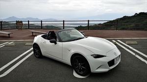 ¿Cómo es manejar con el volante a la derecha? Así lo vivimos a bordo del Mazda MX-5