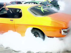 Mas de 100 autos quemando neumáticos para un nuevo Récord Guinness