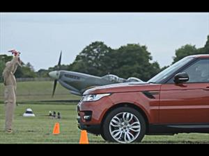 Video: Supermarine Spitfire vs Range Rover Sport