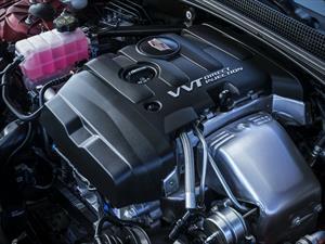 ¿Debo calentar el motor de mi auto antes de arrancar?