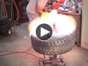 Video: Así se monta una llanta usando fuego