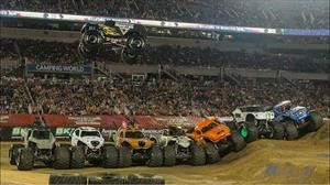 Video: nuevo record de salto largo a bordo de un Monster Truck