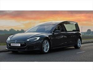 Un Tesla Model S convertido en carroza fúnebre