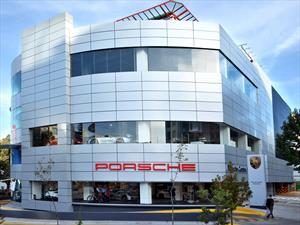 Porsche inaugura nueva sala de exhibición en México