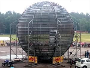 Video: Un Toyota iQ en la jaula de la muerte
