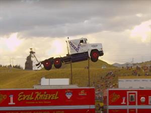 Récord Guinness del salto más largo en un camión