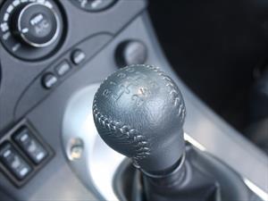 ¿Por qué el auto hace un zumbido cuando va marcha atrás?