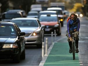 10 consejos para evitar accidentes entre autos y bicis