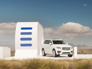 Volvo XC90 T8, el SUV accionado por electricidad, gas y energía de otros vehículos