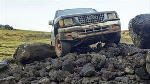 Una camioneta Chevrolet destruye una plataforma ceremonial en la Isla de Pascua