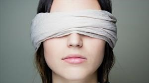 ¿Usar el teléfono celular al volante equivale a manejar a ciegas?
