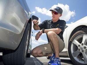 Si sólo compran dos neumáticos para el automóvil ¿dónde deben de ir? ¿delante o atrás?