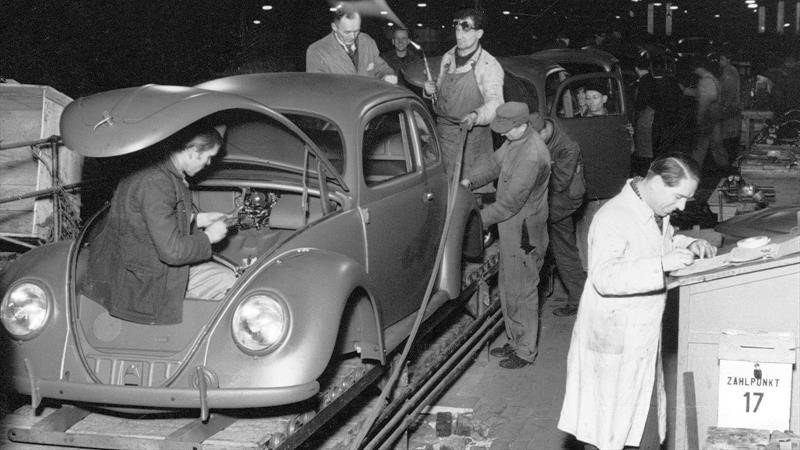 Volkswagen rinde homenaje a los británicos de la Segunda Guerra Mundial