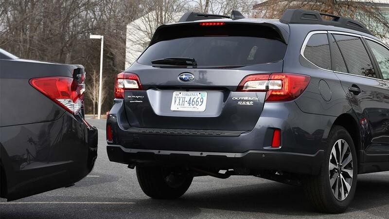 El freno automático trasero disminuye significativamente los choques en reversa de los automóviles