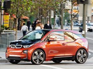 BMW vende 100,000 autos híbridos y eléctricos