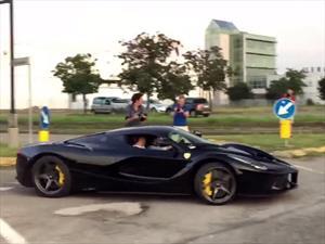 Video: Una Ferrari LaFerrari se salvó por nada de tener un accidente