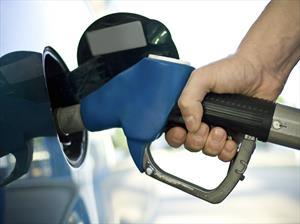 Estadounidenses desperdician millones de dólares en gasolina premium