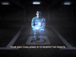 Hologramas para evitar que se estacionen en los cajones para personas con discapacidad