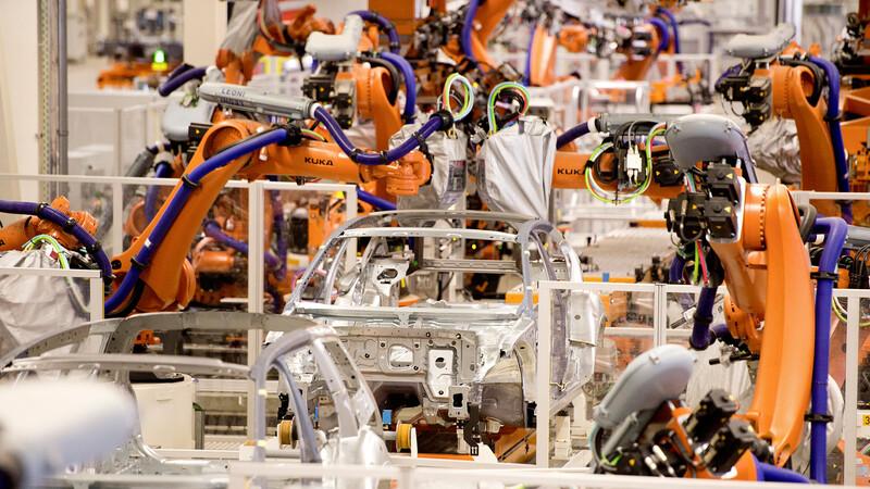 Volkswagen automatiza algunas de sus plantas para iniciar la producción de autos eléctricos