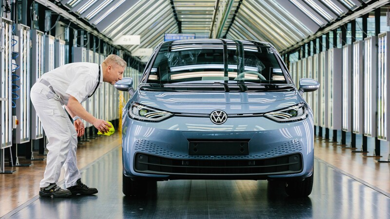 Volkswagen suspende producción de la versión de acceso del ID.3