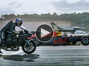 Moto, cuatro autos y dos aviones se enfrentan en una carrera, ¿cuál ganará?