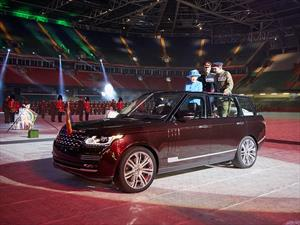 Reina de Inglaterra tiene una Range Rover Hybrid a cielo abierto