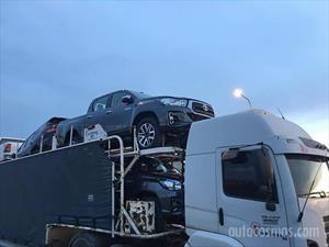 Fotos espía: La renovada Toyota Hilux pasea por Argentina
