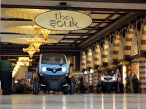 Video: Maldonado y Grosjean compiten con dos Renault Twizy en un shopping