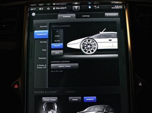 El Tesla Model S le hace un guiño al Lotus Spirit de James Bond