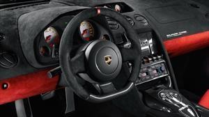 Qué es la Alcantara que se usa en los automóviles y a qué se debe su nombre