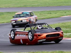 Chevrolet Camaro invertido corre en LeMons