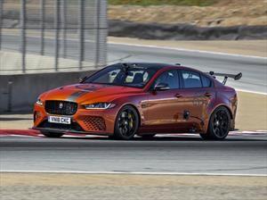 Jaguar XE SV Project 8 vence a Cadillac y Alfa Romeo en Laguna Seca