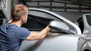 Las diferencias entre los vidrios tintados y polarizados en los autos