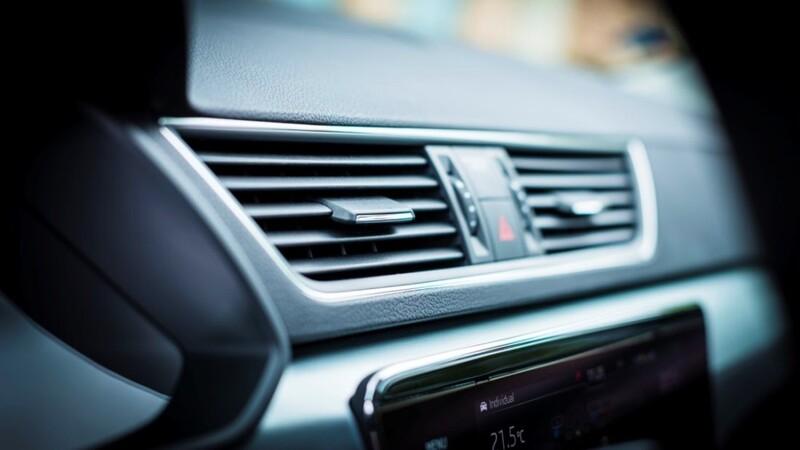 Cómo usar la recirculación del aire acondicionado del automóvil