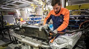 Volvo fortalece su producción de baterías para autos electrificados