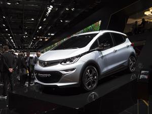 Ampera-e: Opel lanza en París su reinterpretación del Bolt