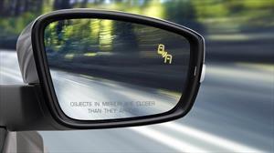 ¿Cuál es la importancia del detector de punto ciego en un auto?