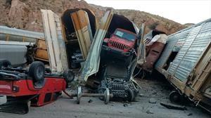 En Nevada, descarrila tren que transportaba decenas de vehículos nuevos