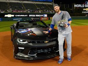 Ben Zobrist de los Chicago Cubs fue premiado con un Chevrolet Camaro