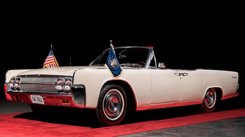 A subasta dos limusinas Lincoln Continental de John F. Kennedy