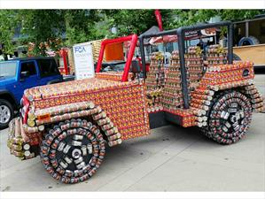 Un Jeep Wrangler hecho con latas de comida