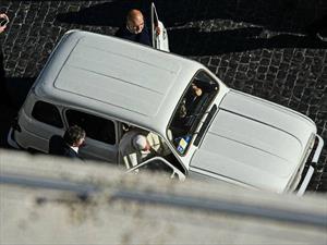 ¿Un Renault 4L es el nuevo Papamóvil?