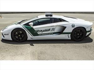 Policía de Dubái utiliza Ferrari FF y Lamborghini Aventador como patrullas