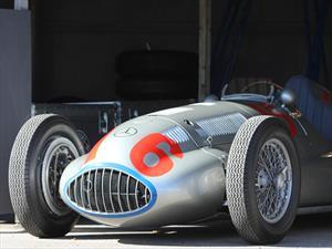 Mercedes-Benz revive las viejas glorias de sus Flechas de plata