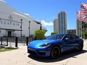 Un Porsche Panamera Turbo suelto en Miami