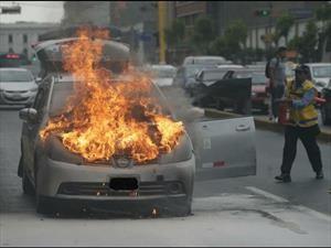 Tips para reaccionar en caso de que un auto se incendie
